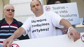 Prie Rusų dramos teatro – protestas prieš homoseksualų konferenciją
