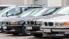 Socialinės apsaugos ir darbo ministerijai perduoti seni automobiliai, tarp jų – prabangūs BMW 740