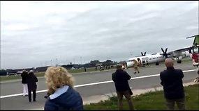 """""""AirBaltic"""" lėktuvas Rygoje leidosi avariniu būdu"""