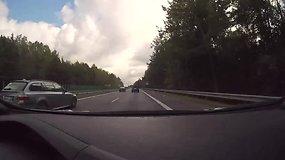 Kodėl greitkelyje Kaunas-Vilnius net ir po remonto greitis liko sumažintas?