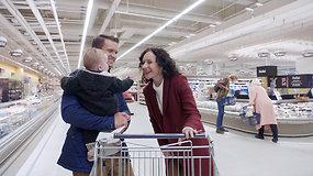 """Jaunas tėtis su mažyle dukryte apsipirko """"Maximoje"""". Čia jiems labiausiai apsimoka!"""
