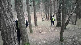 Pareigūnai ieško įkalčių Karoliniškių Pasakų parke