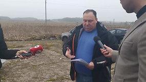 Fermos Vilniaus rajone, kurioje rasti kalnai plastiko, savininkas A.Brižys atsako į žurnalistų klausimus