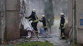 Vilniaus L.Giros gatvėje – gaisras daugiabučiame name