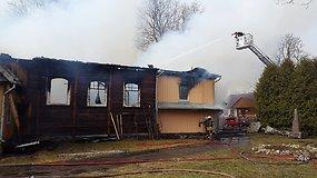 Ugnis prarijo Ceikinių kaimo medinės bažnyčios stogą