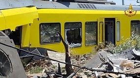 Skaudi keleivinių traukinių avarija Italijoje – vaizdai iš įvykio vietos