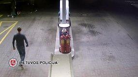 Vaizdo kameros užfiksavo, kaip Telšių degalinėje sumušamas vyras