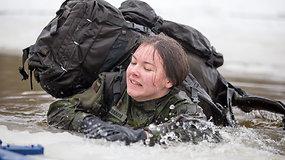 Iššūkis šauktiniams – maudynės lediniame vandenyje