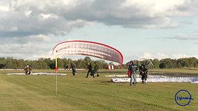 """""""Kylam"""": motorizuotų parasparnių varžybose – azartas ir paukščio skrydžio pojūtis"""