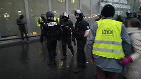 Riaušės Prancūzijoje 15min žurnalisto akimis: netrūko nei ašarinių dujų, nei suėmimų
