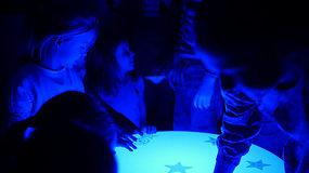 Dvi pedagogės mokiniams savo rankomis sukūrė įspūdingą planetariumą