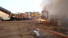 Tauragėje gaisras: liepsnojo metalo laužo supirktuvė