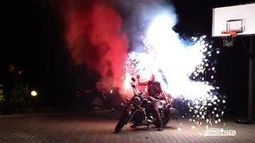 Nuo depresijos norėjęs išsigelbėti motociklininkas džiaugsmą aplinkiniams kuria triukais ir ugnimi