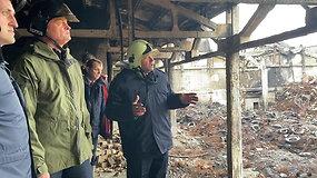 Gitanas Nausėda apžiūrėjo gaisro nusiaubtą padangų perdirbimo įmonę