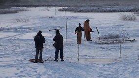 Po ledu dūstančias žuvis suskubo gelbėti pjaudami eketes