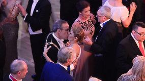 Estijos prezidento jausmų proveržis: priėmime aistringai bučiavo savo jaunąją žmoną