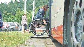 Viešojo transporto vairuotojai atsidūrė neįgaliųjų kailyje
