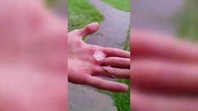 Prienus kapojo kruša – krito 3 centimetrų dydžio ledukai