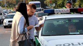 Vilniuje apsivertė automobilis, vairuotoja nevaldė ašarų