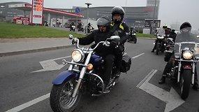 V.Baumila su kitais motociklininkais lankė žirgynus