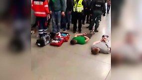 Vaizdo įraše – po muštynių sužeisti ir policijos išvedami sirgaliai