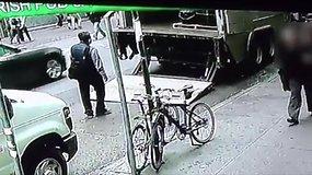 Niujorke vyras iš sunkvežimio nugvelbė kibirą aukso, kurio vertė – 1,6 mln. dolerių