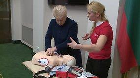 Prezidentė Dalia Grybauskaitė mokėsi teikti pirmąją pagalbą