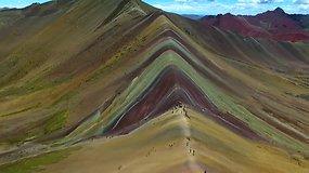 Peru esantys kalnai pakeri savo spalvomis