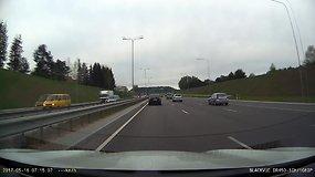 Trečios eilės sindromas: vairuotojai pamiršta persirikiuoti į dešinę