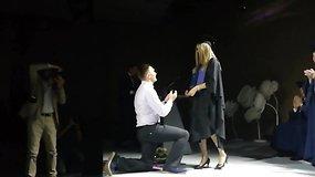 Netikėtumas: per VGTU diplomų teikimo ceremoniją vaikinas pasipiršo mylimąjai
