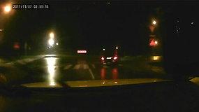 """Nufilmuotos vogto """"Mercedes"""" gaudynės Alytaus rajone: sustojo tik po šūvių"""