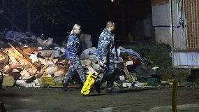 Ugniagesiai šalina sprogimo padarinius garažų masyve Panevėžyje