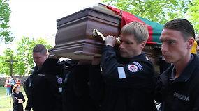 Viekšniuose atsisveikinama su nužudytu policijos pareigūnu Sauliumi Žymantu