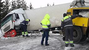"""Vilkiko evakuacija kelyje """"Via Baltica"""""""