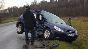 """""""Peugeot"""" ir BMW susidūrimas Panevėžio rajone"""