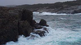 Uraganas Norvegijoje: smarkaus vėjo genamos bangos talžo pakrantę