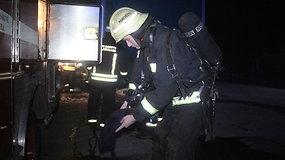 """Panevėžyje degė antrinių žaliavų įmonės """"Antraža"""" angaras"""