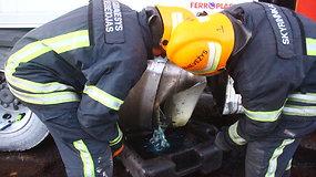 Panevėžio aplinkkelyje išsiliejo šimtai litrų dyzelino