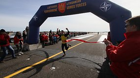 """""""Runway Run 2016"""" – Šiaulių kariniame aerodrome bėgo per 3000 bėgikų"""