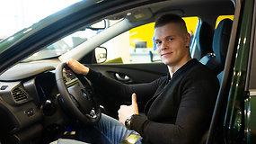 Plaukikas Danas Rapšys apie savo naują automobilį