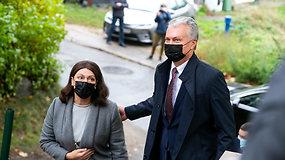 Prezidentas G.Nausėda su žmona D.Nausėdiene atidavė savo balsus Seimo rinkimuose