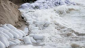 Bangos pasiglemžė Palangos paplūdimį, kėsinasi ir į pliažų barus