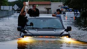 Uragano sukeltas rekordinis potvynis užtvindė Hjustoną