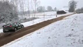Žiemos ralyje 11 ekipažas išlėkė iš kelio