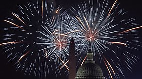 Įspūdingas JAV Nepriklausomybės dienos 75 tūkst. fejerverkų šou