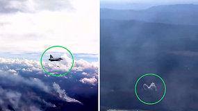 Švedai naikintuvais bombarduoja degančius miškus