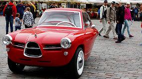 Triratis elektromobilis: estų inžinieriai sukūrė retro stiliaus automobilį