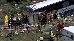 Naujojoje Meksikoje keleivinis autobusas kaktomuša susidūrė su sunkvežimiu