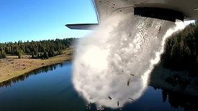 Lyja žuvimis: Jutos valstijoje žuvų jaunikliai į ežerus purškiami iš lėktuvo