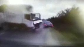 Nufilmuota, kaip sunkvežimis taranuoja Moldovos prezidento automobilį